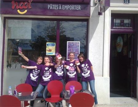 Opération marketing Nooï avec des jeunes filles dynamiques